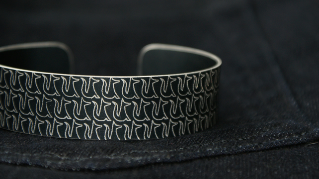 Geometric fox pattern cuff bracelet black