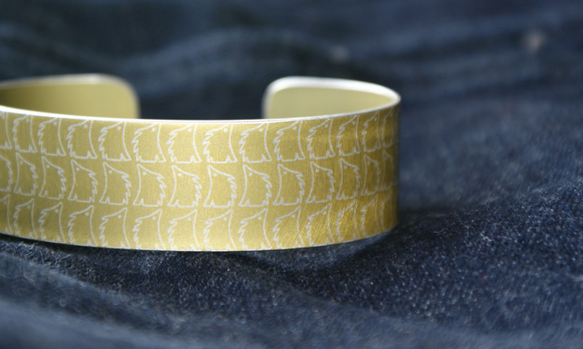 Geometric hedgehog pattern cuff bracelet pale gold