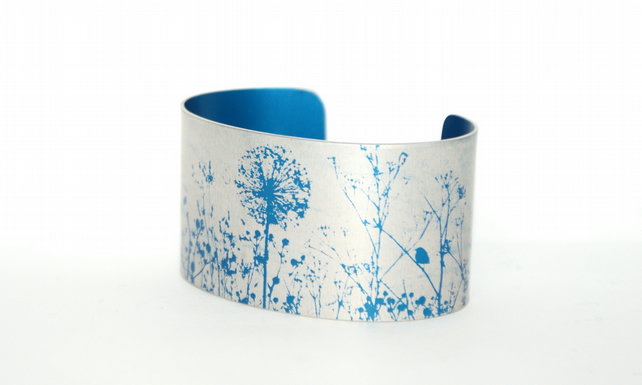 Spring hedgerow cuff narrow blue