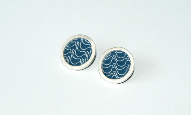 Dark blue bird pattern studs - silver circle