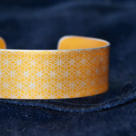 Geometric flower print cuff bracelet orange