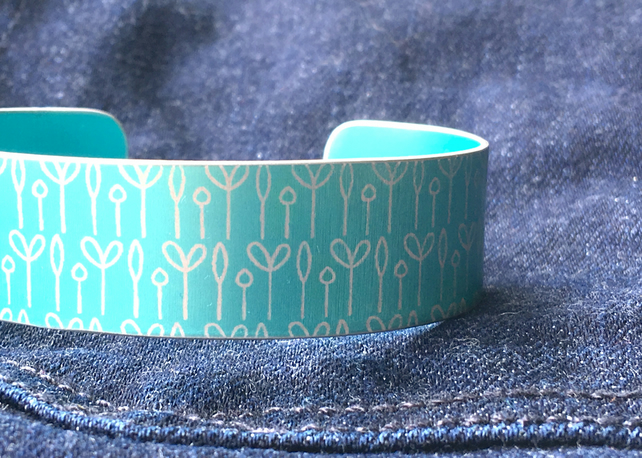 Spring buds pattern cuff bracelet turquoise