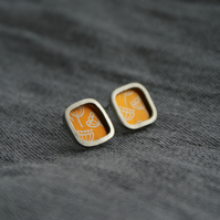 Bright gold seed head studs - silver square