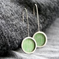 Green spring buds pattern earrings - silver circle