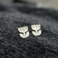 Tiny silver retro flower studs