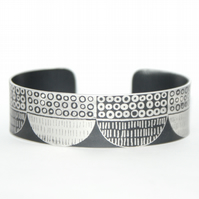 Seed head pattern aluminium cuff black