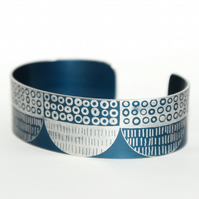 Seed head pattern aluminium cuff dark blue