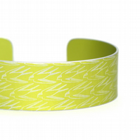 Geometric swallow pattern cuff bracelet lime green