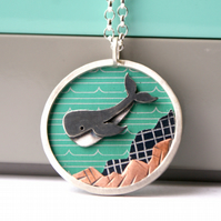 Diving whale necklace