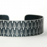 Geometric tree pattern cuff bracelet dark grey