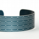 Geometric waves pattern cuff bracelet dark blue