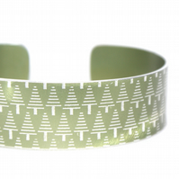 Geometric tree pattern cuff bracelet olive green