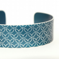 Geometric leaf pattern cuff bracelet dark blue