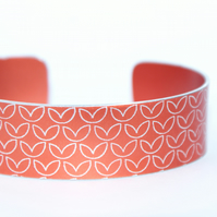 Geometric leaf pattern cuff bracelet orange-red