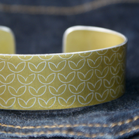 Leaf pattern aluminium cuff pale gold