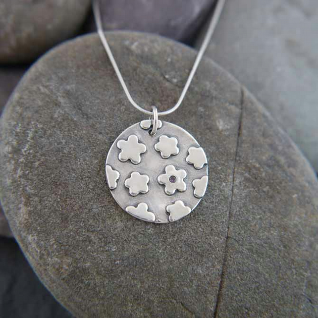 Fine Silver Round Flower Pendant Necklace