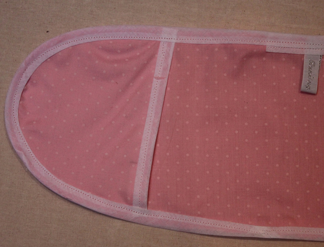 Pink spotted toy mini oven gloves