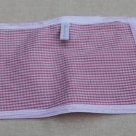 Pink checked toy mini oven gloves