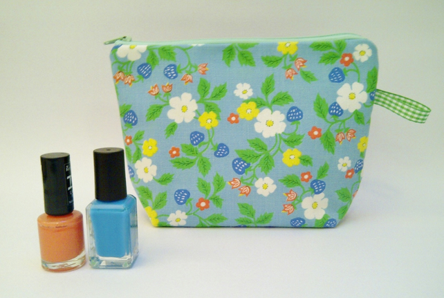 SALE Vintage Fabric Purse, Blue Strawberry Flower Retro Blue Orange Flower Purse