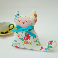Cat Lavender Sachet, Gift for Mother's Day and Cat Lovers, White Floral Fabric