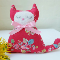 Sweet Red Cat Lavender Sachet, Cat Lovers Gift in Vintage Style Floral Fabric