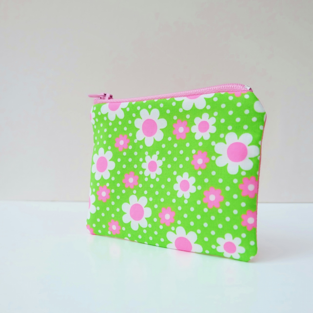 Retro Pop Style Green Daisy Fabric Little Purse