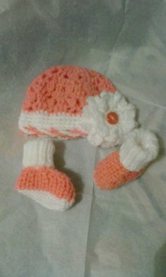 Handknitted baby flower bonnet and booties set