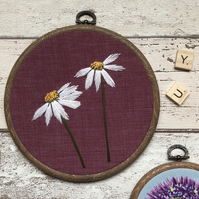 Floral embroidery art hoop, Daisy in on purple