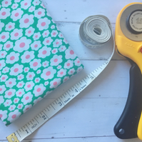 Fat quarter flowers green and pink poly cotton