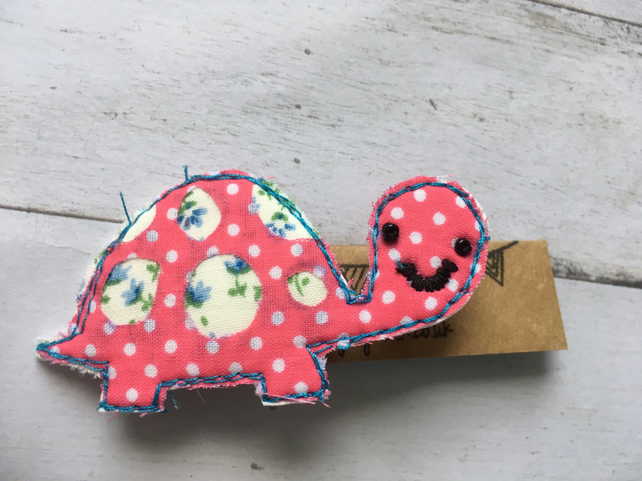 Turtle animal brooch