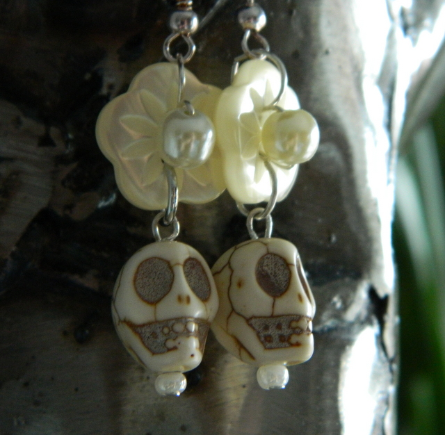 Cream sugar skull flower earrings using upcycled mother of pearl vintage buttons