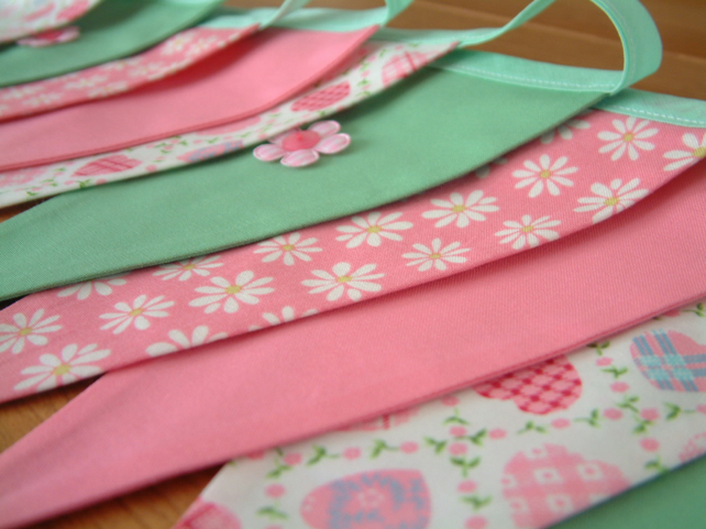 Girly bunting with applique flowers. Double-sided. Daisies & hearts.