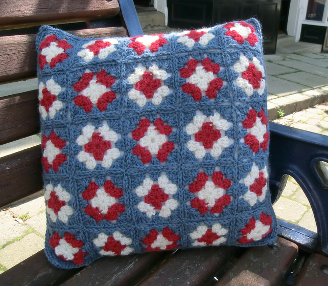 Free Knitting Pattern For Union Jack Cushion Cover : Pattern for Crochet Union Jack Granny Square Cu... - Folksy