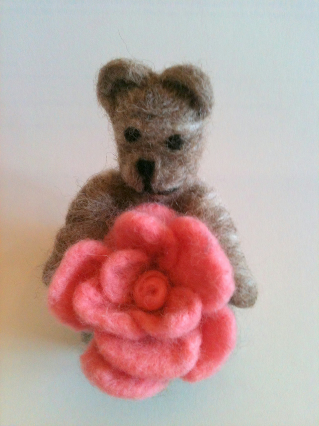 SHETLAND NEEDLE FELTED TEDDY BEAR & ROSE - MOTHERS DAY