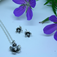 Flower pendant and earrings