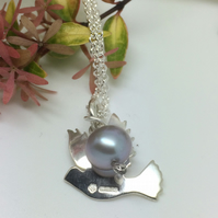 Dove pendant with grey pearl