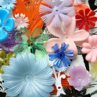 20 Mixed Vintage Plastic Flower Beads