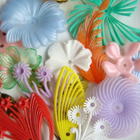 14 Mixed Vintage Plastic Flower Beads
