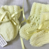 Hand knitted Set of Baby Bootees & Mitts, First Size 0-3 months