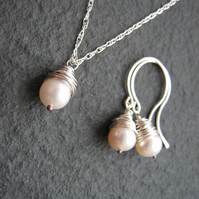 Ivory Pearl Jewellery Set - Necklace and Earrings