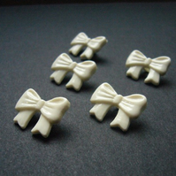 10 Little Bow Buttons
