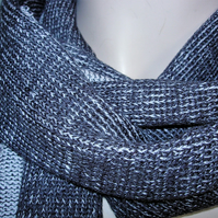 Two-Tone Scarf in Pure Merino Wool - Charcoal & Pale Pink