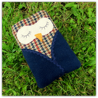 Snoozy owl, a generous sized gadget sleeve.  Internally 17.5cm x 10.5cm,