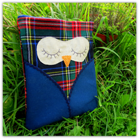 Snoozy owl.  Apple ipad sleeve.