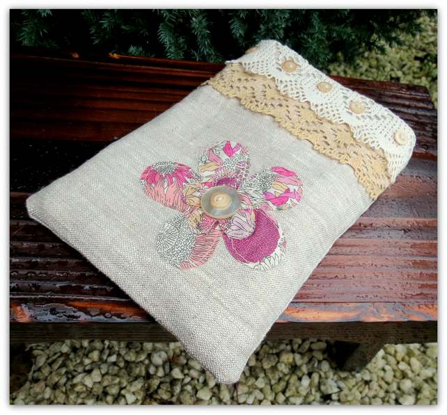 A linen and lace ipad mini sleeve. Mixing old and new. Ipad mini accessories.