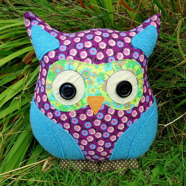 SALE!!!  Lavender Blue,  a groovy retro owl cushion.  1970s fabric.