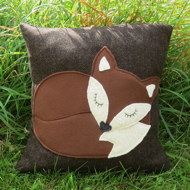A snoozy fox cushion, complete with inner pad.  36cm x 36cm.