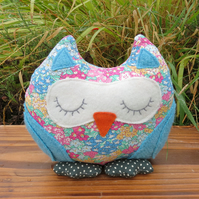 A snoozy owl doorstop made from Liberty Lawn.  Owl bookend.
