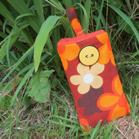 A groovy mobile sleeve.  Made from an original fabric from the 1960s.
