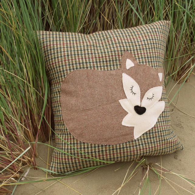 Fox cushion.  A fox on tactile wool.  A large cushion complete with feather pad.